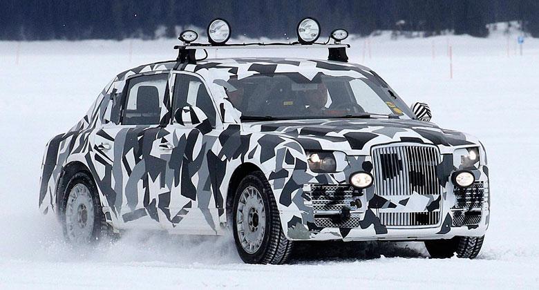 Nová limuzína pro ruského prezidenta už jezdí. Vypadá jako kříženec Bentley a Rollse