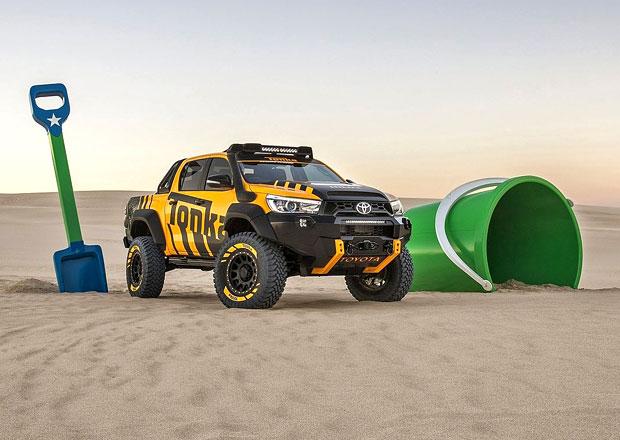 Toyota Hilux Tonka je ideální hračka na pískoviště (+video)
