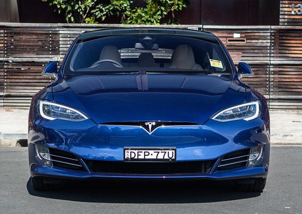 Automobilka Tesla zvýšila tržby, ale ztrátu prohloubila...