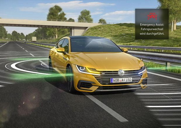 VW Arteon zvládne sám sjet ke krajnici a zastavit. Zabrání tím nehodě