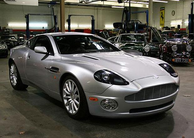 Na prodej je vzácný Aston Martin Vanquish s manuální převodovkou