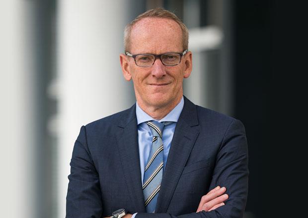 Šéf Opelu odstoupil před dokončením prodeje firmy do rukou PSA