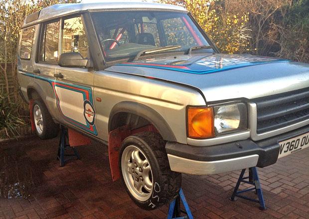 Land Rover Discovery má motor zBMW M3 a zářil při rallye. Nyní je na prodej