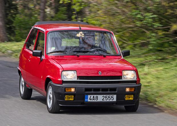 Tento milovník Renaultu 5 si svoje auto postavil podle svého