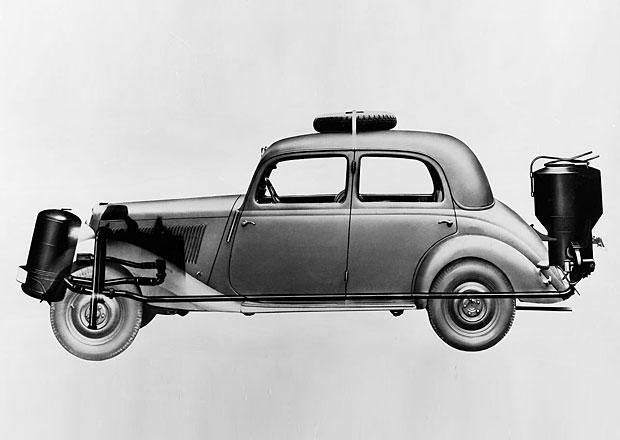 Alternativní paliva nejsou nic nového. Historické Škodovky jezdily na dřevoplyn!