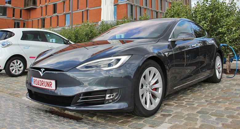 Tesla Model S urazila 900 km na jedno nabití! Skvělý dojezd má ale háček…