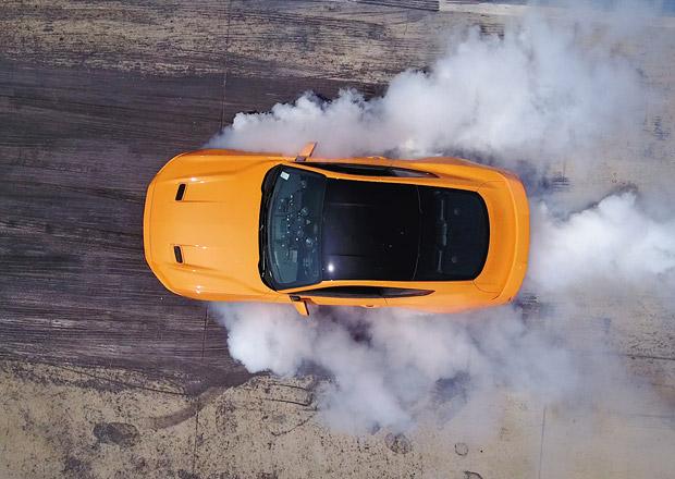 Pálit pneumatiky půjde se všemi Mustangy. Funkci dostane i EcoBoost