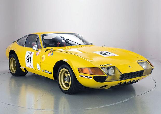 Chcete vlastnit opravdu vzácný závoďák? Do aukce míří krásné Ferrari Daytona
