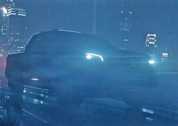 Mercedes vábí upoutávkou na pick-up X-Class. Video je lepší než trailer oscarového filmu