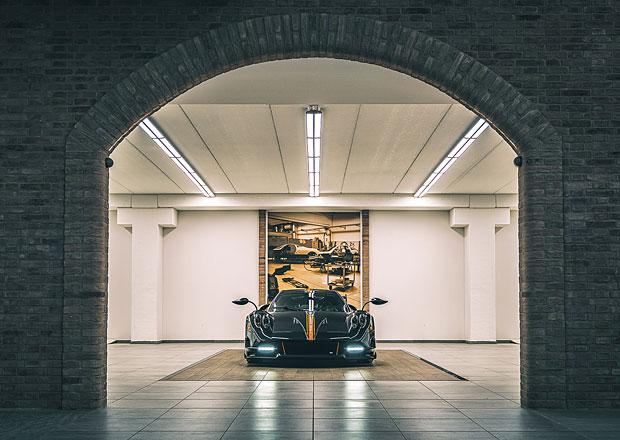 V čem jezdí slavný šéf výrobce supersportů? Garáž má plnou luxusních aut konkurence!