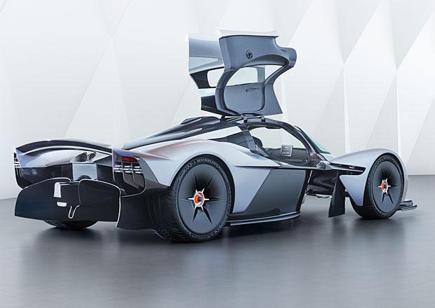 Aston Martin Valkyrie se přiblížil finální podobě a odhalil svůj interiér