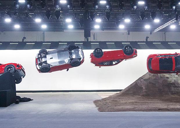 Jaguar E-Pace má Guinessův rekord. Předvedl skok s otočkou! (video)