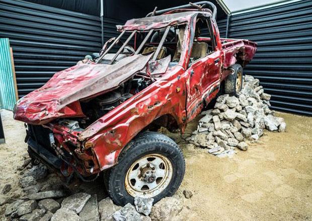 Tato Toyota Hilux přežila řádění Jeremyho Clarksona. Kde je jí teď konec?