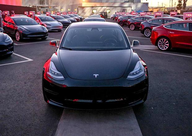 Desítky tisíc lidí ruší objednávky na Teslu Model 3...