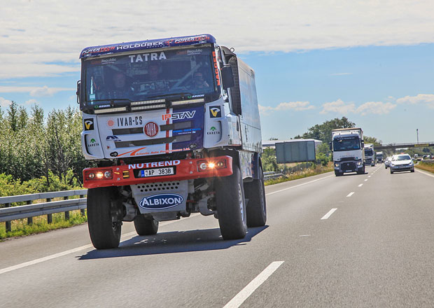 Projeli jsme republiku v dakarské Tatře: Jak jí svědčí normální provoz?