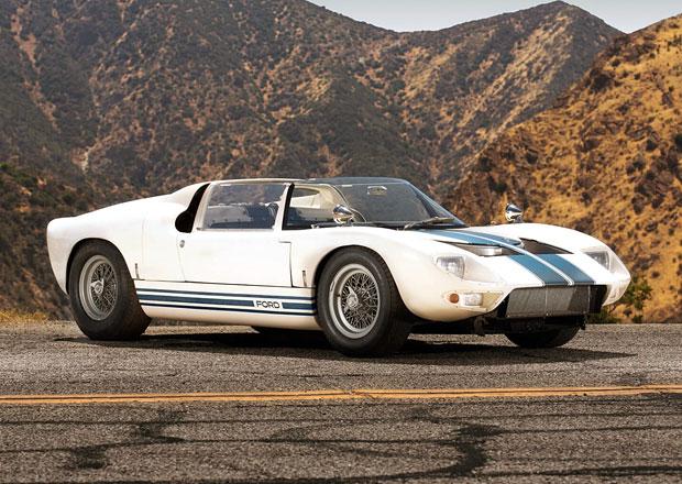Víte, že Ford GT40 vznikl také jako roadster? Nyní je tento unikát na prodej