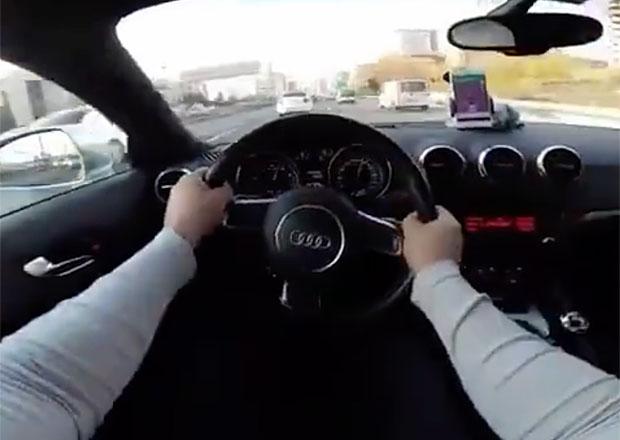 Toto nejsou záběry z Need for Speed! Šílený jezdec takto rychle jel na běžné silnici