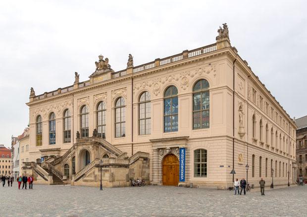 Tip na výlet: Dopravní muzeum v Drážďanech. Auta uprostřed renesance