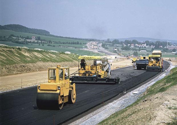 Nenáviděná dálnice se staví už 50 let. Podívejte se na fotky z výstavby D1