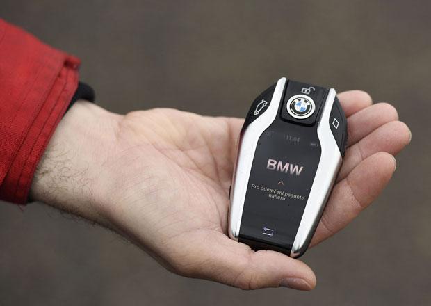 Opravdu jsou u aut potřeba klíčky? Ptá se šéf BMW