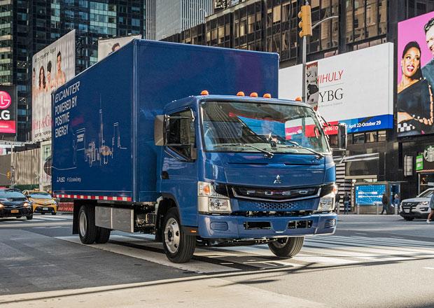 Fuso eCanter v sériovém provedení zamířilo k prvnímu dopravci