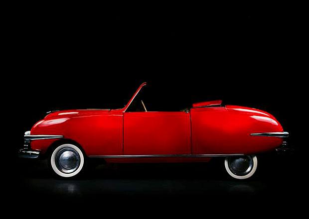 Název časopisu Playboy vznikl díky automobilce. V jakých vozech jezdil jeho zakladatel?