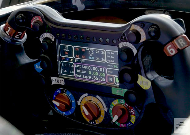 Volant vozu formule E: K čemu slouží tlačítka, páčky a přepínače?