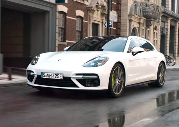 Porsche představuje hybridní kombi v prvním videu. Na ulici jej nepřehlédnete