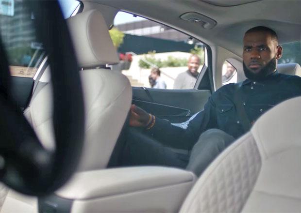 Autonomní vozy přijíždějí! Jak se cestování bez řidiče líbilo slavnému basketbalistovi?