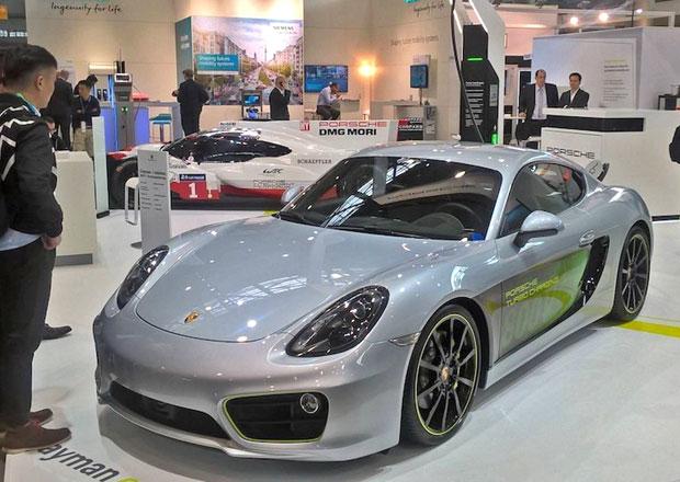 Vypadá obyčejně, tohle Porsche ale ukazuje budoucnost sporťáků. Čím?