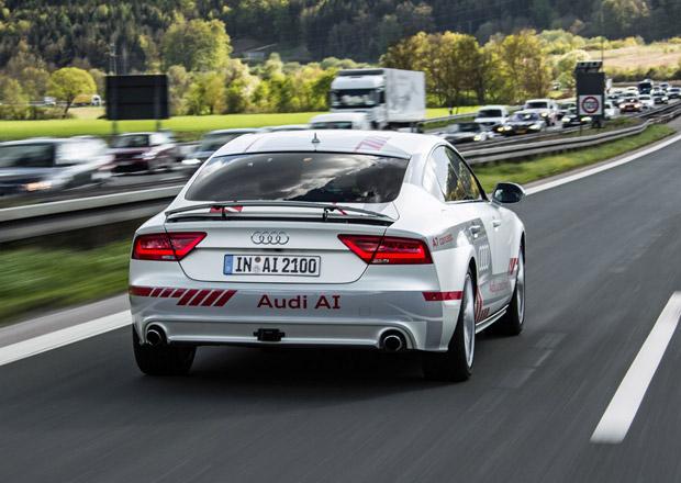 Vláda počítá s okruhem pro autonomní vozy. Auta bez řidičů by mohla jezdit i po D8!