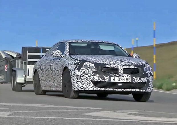 Nový Peugeot 508 už jezdí. Podívejte se na záběry prototypů