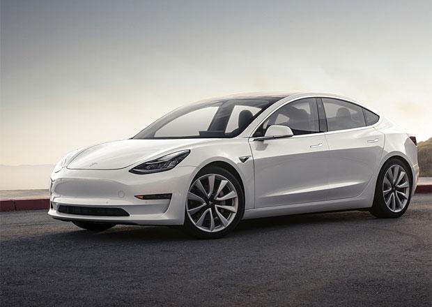Model 3 má jen průměrnou kvalitu, varují analytici. Ani jste ho neřídili, brání se Tesla