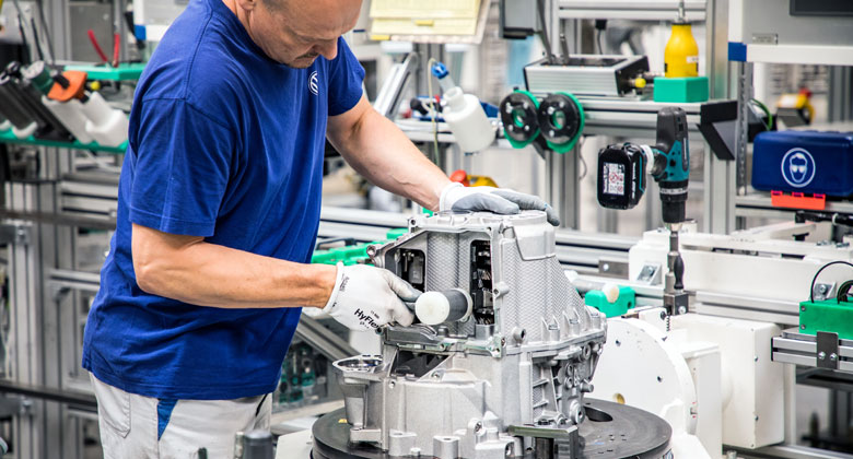 Výměnné náhradní díly Škoda a VW: Prozkoumali jsme továrnu na značkové repasované díly