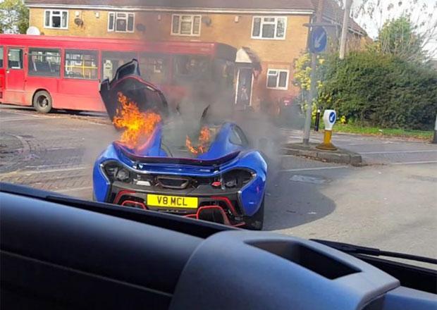 To je škody! Unikátní McLaren P1 divize MSO skončil v plamenech