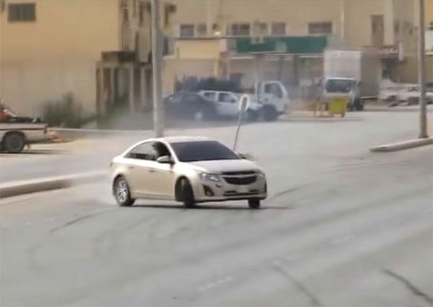 V Saúdské Arábii se baví po svém. Tyhle šílenosti dělají v běžném provozu!