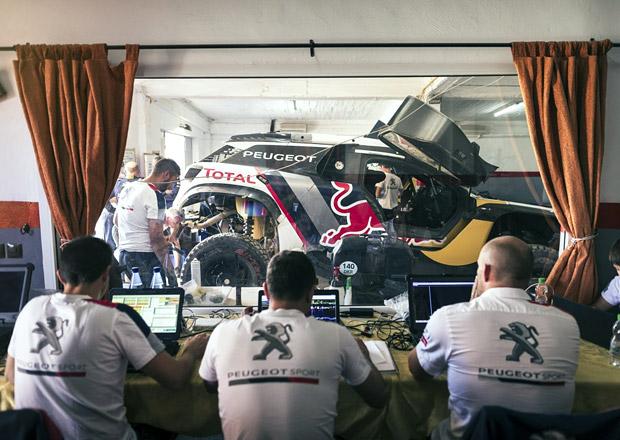 Peugeot se loučí s Dakarem. Nasadí na něm hvězdnou sestavu