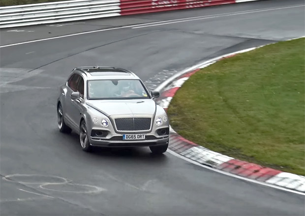 Bentley testuje plug-in hybridní Bentaygu na Nürburgringu. Pohání ji technika Porsche