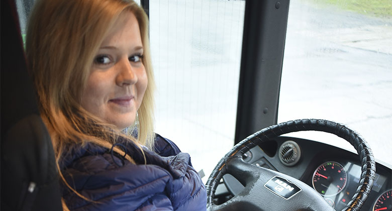 Jak se žije řidičce příměstského autobusu? Lichotky, nedůvěra i boj s opilci