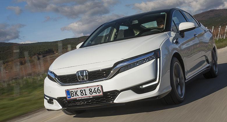Za volantem vodíkové Hondy Clarity jsme vyzkoušeli budoucnost. Pro české chalupáře zatím není...