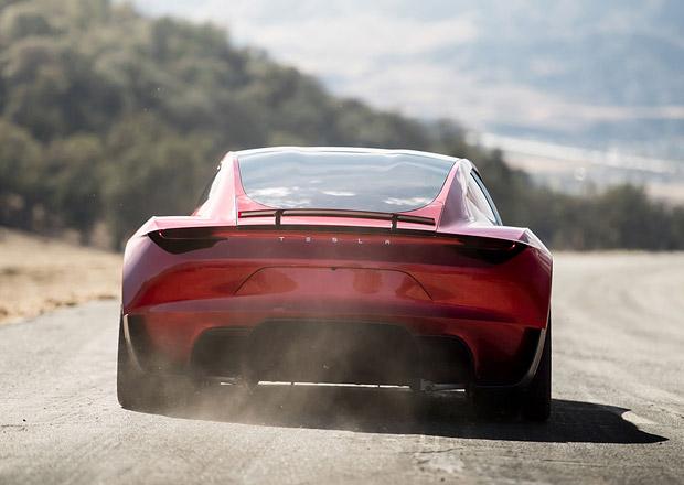 Podívejte se na neskutečné zrychlení Tesly Roadster. A pozor, přijde ještě rychlejší verze!