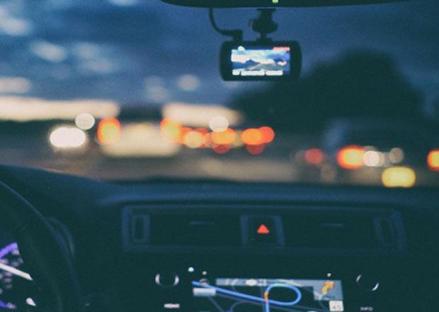 Natáčet si jízdu autem je dnes už skoro nutnost