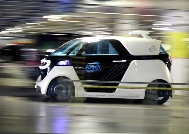 Ruce z volantu! Vyzkoušeli jsme unikátní autonomní vůz...
