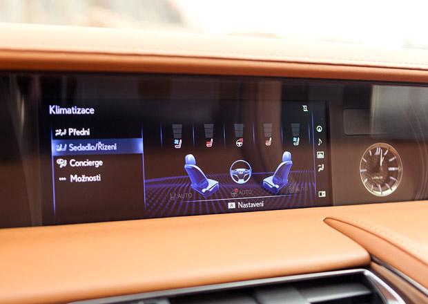 Proč má nejlepší auto roku nejdebilnější infotainment? Protože Lexus…