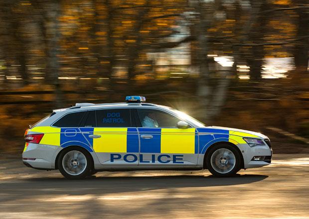 Škoda představuje flotilu aut britských záchranných složek. Včetně Superbu pro psy!