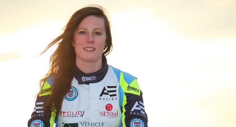 The Grand Tour má novou testovací jezdkyni. Kdo je Abbie Eaton?