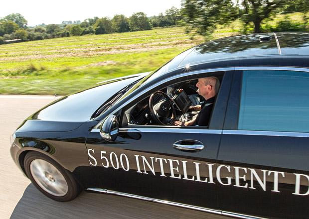Evropští řidiči chtějí pořád řídit. Navzdory rozvoji autonomních aut