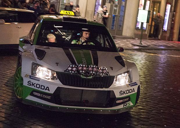 Nejrychlejší taxi vPraze? Podívejte se, jak Kopecký vozil zákazníky vzávodní Fabii R5!