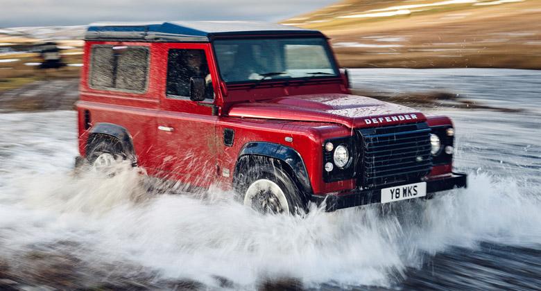 Legenda je zpátky! Land Rover Defender se vrací s pětilitrovým osmiválcem