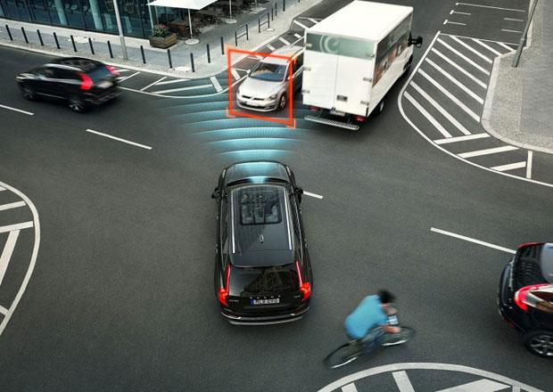 Počet dopravních nehod klesá. Prý mají vliv elektroničtí pomocníci...